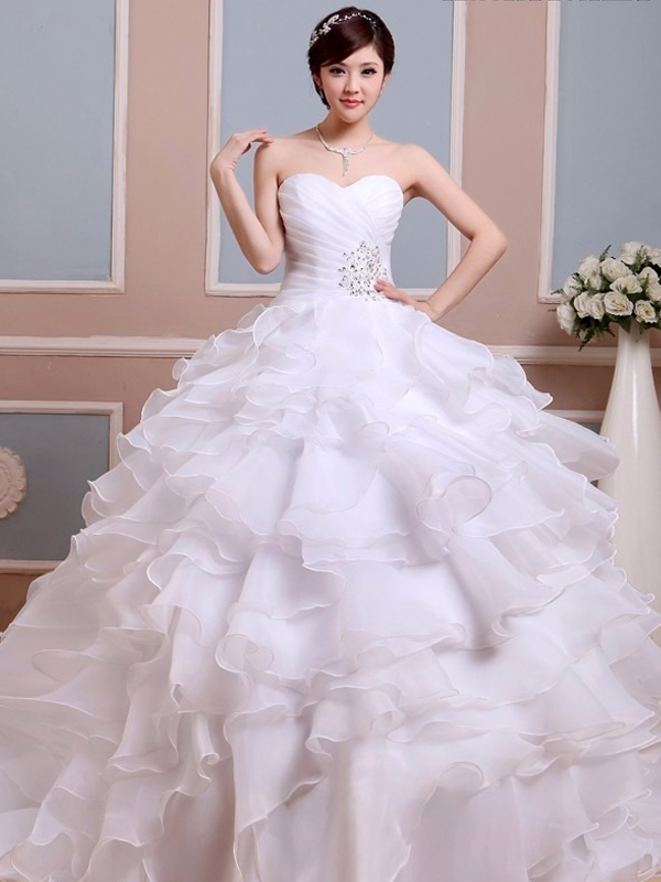 e57c858b48 nagy fodros aljú esküvői ruha webshop ár: 69.900 Ft